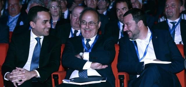 I servi alla corte dei padroni di Enzo Acerenza Scarica qui articolo in pdf. Di Maio sul Sole 24ore, Salvini da Assolombarda, in concorrenza a chi garantisce meglio gli interessi...