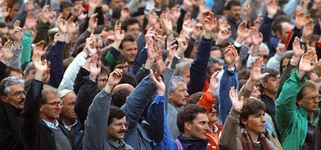Sfiduciati da metà degli elettori, ma sono tutti soddisfatti. di Enzo Acerenza Scarica qui file in pdf.  Abruzzo elezioni di domenica 10 febbraio 2018. Nessuno ha perso, la Lega...